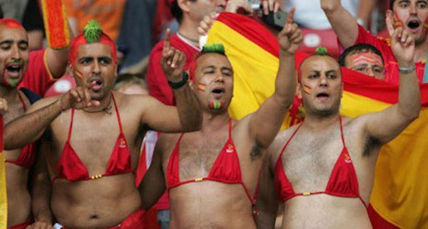 Fans wait in the stands before the Group H World Cup 2006 soccer match between Spain and Tunisia in Stuttgart June 19, 2006. FIFA RESTRICTION - NO MOBILE USE REUTERS/Alessandro Bianchi (GERMANY)